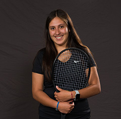 student athlete roster photo of Thais Mendez