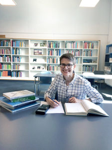 portrait of Zoe Asta in a library